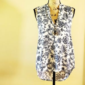 🆕️ Blue and white floral paisley blouse